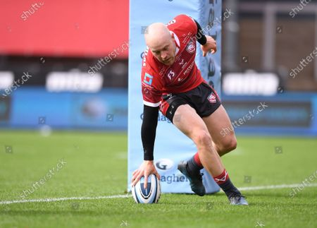 Joe Simpson of Gloucester scores the first try of the match 5-3; Kingsholm Stadium, Gloucester, Gloucestershire, England; English Premiership Rugby, Gloucester versus Leicester Tigers.