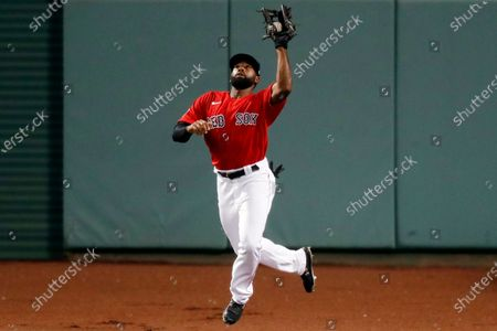 Boston Red Sox's Jackie Bradley Jr. makes the catch on the fly out by Washington Nationals' Howie Kendrick during the eighth inning of a baseball game, in Boston
