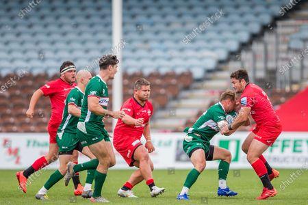 Brad Barritt, Flyhalf (Capt) (Saracens) attempts to get the ball from Matt Williams, Fly Half (London Irish) during the Gallagher Premiership Rugby match between London Irish and Saracens at Twickenham Stoop, Twickenham