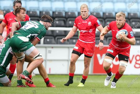 Jackson Wray of Saracens (R) - Ben Donnell of London Irish (L)