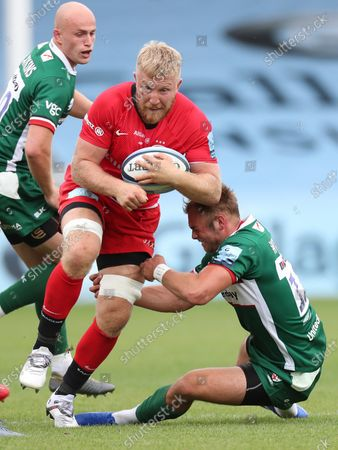 Jackson Wray of Saracens is tackled by Tom Williams of London Irish