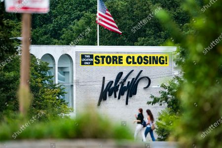 A 'store closing' banner hangs above a Lord & Taylor department store in Washington, DC, USA, 31 August 2020. The nearly 200-year-old retailer, which filed for bankruptcy earlier this month, announced on 27 August it is closing its few remaining stores and liquidating assets.