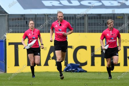 Officials Sara Cox, Wayne Barnes and Christophe Ridley run onto the field