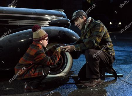 Andy Walken as Ralphie Parker and Chris Diamantopoulos as Old Man Parker