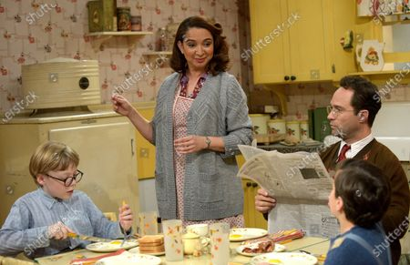 Andy Walken as Ralphie Parker, Maya Rudolph as Mother Parker, Chris Diamantopoulos as Old Man Parker and Tyler Wladis as Randy