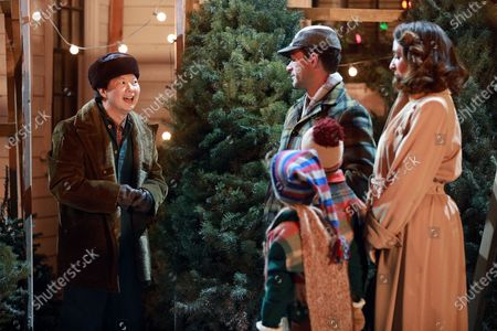 Ken Jeong as Christmas Tree Man/Chinese Restaurant Owner, Chris Diamantopoulos as Old Man Parker, Tyler Wladis as Randy, Andy Walken as Ralphie Parker and Maya Rudolph as Mother Parker