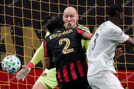 Atlanta United goalkeeper Brad Guzan (1) defends the goal during the second half of an MLS soccer match against the Inter Miami, in Atlanta