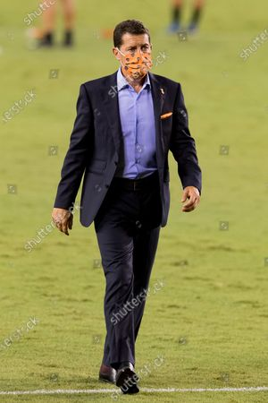 Houston Dynamo head coach Tab Ramos leaving the pitch after the match against the Minnesota United at BBVA Stadium in Houston, Texas. Maria Lysaker / CSM