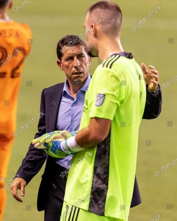 Houston Dynamo head coach Tab Ramos speaks with goalkeeper Marko Maric (1) during a hydration break in the first half against the Minnesota United at BBVA Stadium in Houston, Texas. Maria Lysaker / CSM