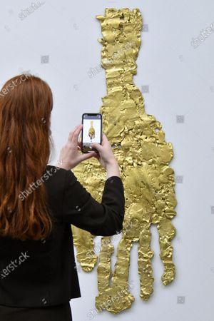 Georg Baselitz 'Darkness Goldness', Picabias Hand 2019