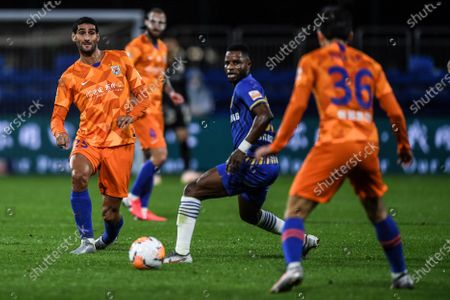 Stock Photo of Marouane Fellaini (L) of Shandong Luneng passes the ball during the 9th round match between Shandong Luneng and Jiangsu Suning at the postponed 2020 season Chinese Football Association Super League (CSL) Dalian Division in Dalian, northeast China's Liaoning Province, Sept. 3, 2020.