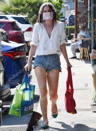 Scout LaRue Willis goes grocery shopping