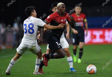 John Mary (C) of Shenzhen Jiazhaoye breaks through during the 9th round match between Shenzhen Jiazhaoye and Shanghai Greenland Shenhua at the postponed 2020 season Chinese Football Association Super League (CSL) Dalian Division in Dalian, northeast China's Liaoning Province, Sept. 4, 2020.