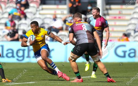 Anthony Watson of Bath breaks past Alex Dombrandt of Harlequins