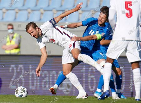 England's Harry Kane, left, is challenged by Iceland's Kari Arnason during the UEFA Nations League soccer match between Iceland and England in Reykjavik, Iceland