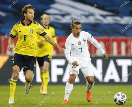 Sweden's Albin Ekdal (L) and France's Antoine Griezmann in action during the UEFA Nations League soccer match between Sweden and France at Friends Arena in Stockholm, Sweden, 05 September 2020.