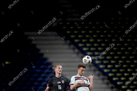 Diogo Jota (R) of Portugal vies with Tin Jedvaj of Croatia during the UEFA Nations League group football match between Portugal and Croatia at the Dragao stadium in Porto, Portugal on Sept. 5, 2020.