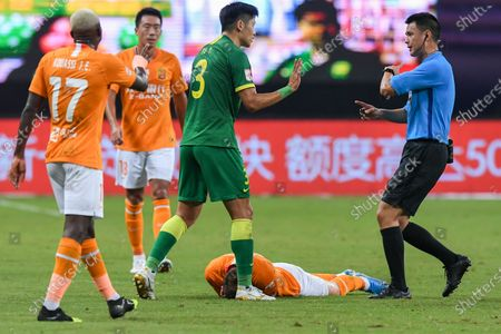 Yu Yang (3rd L) of Beijing Guoan talks to referee during the 9th round match between Wuhan Zall and Beijing Guoan at the postponed 2020 season Chinese Football Association Super League (CSL) Suzhou Division in Suzhou, east China's Jiangsu Province, Sept. 6, 2020.