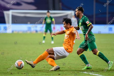 Jonathan Viera Ramos (R) of Beijing Guoan vies with Zhang Chenglin of Wuhan Zall during the 9th round match between Wuhan Zall and Beijing Guoan at the postponed 2020 season Chinese Football Association Super League (CSL) Suzhou Division in Suzhou, east China's Jiangsu Province, Sept. 6, 2020.