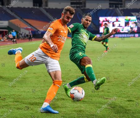 Leonardo Baptistao (L) of Wuhan Zall vies during the 9th round match between Wuhan Zall and Beijing Guoan at the postponed 2020 season Chinese Football Association Super League (CSL) Suzhou Division in Suzhou, east China's Jiangsu Province, Sept. 6, 2020.