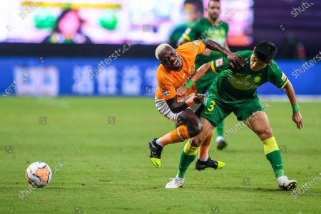 Yu Yang (R) of Beijing Guoan vies with Jean Evrard Kouassi of Wuhan Zall during the 9th round match between Wuhan Zall and Beijing Guoan at the postponed 2020 season Chinese Football Association Super League (CSL) Suzhou Division in Suzhou, east China's Jiangsu Province, Sept. 6, 2020.