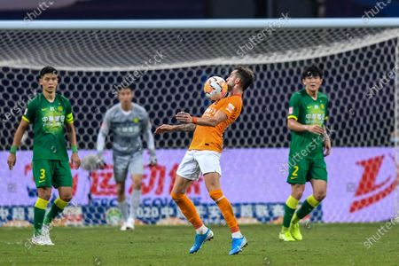 Leonardo Baptistao (2nd R) of Wuhan Zall competes during the 9th round match between Wuhan Zall and Beijing Guoan at the postponed 2020 season Chinese Football Association Super League (CSL) Suzhou Division in Suzhou, east China's Jiangsu Province, Sept. 6, 2020.