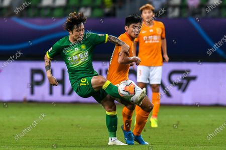 Zhang Xizhe (L) of Beijing Guoan shoots during the 9th round match between Wuhan Zall and Beijing Guoan at the postponed 2020 season Chinese Football Association Super League (CSL) Suzhou Division in Suzhou, east China's Jiangsu Province, Sept. 6, 2020.