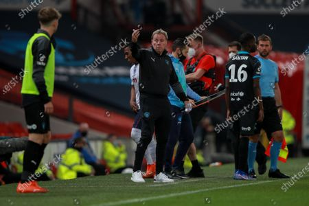 Harry Redknapp beckons Iain Stirling during Soccer Aid for Unicef 2020 at Old Trafford, Manchester. For further information, please contact Head of Communications Niall Malone niall@socceraidproductions.com© Unicef/SAP/(WALTON)20Photographed by Ian Walton for Unicef UK and SAP LTD.06/09/2020