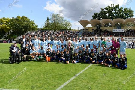 Variete club's players and Catherine Lara before a charity match on sunday september 6, 2020. Poissy. France. PHOTO : CHRISTOPHE SAIDI /  SIPA.
