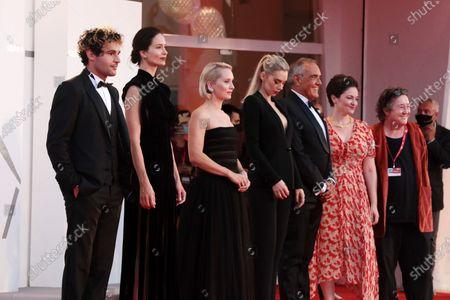 Christopher Abbott, Katherine Waterston, Director Mona Fastvold, Vanessa Kirby and Venice Film Festival director Alberto Barbera