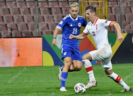 Poland's Arkadiusz Milik, right, duels for the ball with Bosnia's Deni Milosevic during the UEFA Nations League soccer match between Bosnia-Herzegovina and Poland at the Bilino polje stadium in Zenica, Bosnia