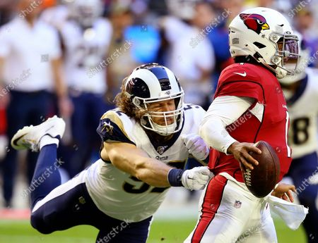Arizona Cardinals quarterback Kyler Murray (1) is pressured by Los Angeles Rams outside linebacker Clay Matthews during the first half of an NFL football game in Glendale, Ariz. Matthews is still unsigned as Week 1 of the NFL season begins
