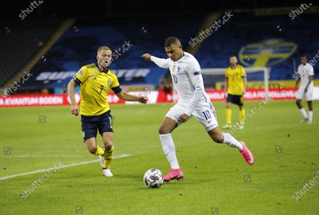 France's Kylian Mbappé scores (0-1), and to the left Sweden´s Sebastian Larsson during the UEFA Nations League football match between Sweden and France