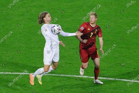 Iceland's Birkir Bjarnason (L) and Belgium's Kevin De Bruyne vie for the ball during the UEFA Nations League football match between Belgium and Iceland at the King Baudouin Stadium in Brussels, Belgium, Sept. 8, 2020. Belgium won 5-1.