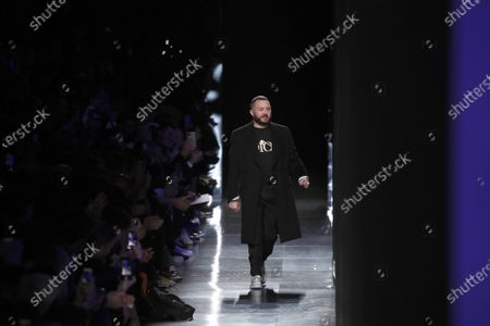 Designer Kim Jones accepts applause after the Dior Homme Mens Fall/Winter 2020-2021 fashion collection presented in Paris. Rome fashion house Fendi announced that Kim Jones is taking over from the late Karl Lagerfeld as creative director of haute couture, ready-to-wear and fur collections. Jones will take on the Fendi duties while staying on as artistic director of Dior Homme