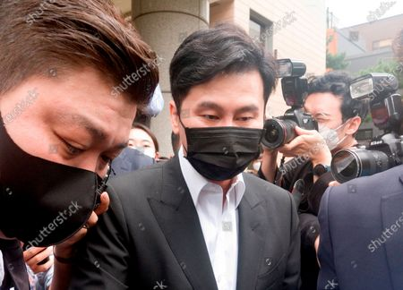 Stock Photo of Yang Hyun-Suk, Sep 9, 2020 : Yang Hyun-Suk (C), the founder and former CEO of YG Entertainment, leaves after his trial at the Seoul Western District Court in Seoul, South Korea. Local media reported Yang admitted to charges that he gambled in casinos in Las Vegas in the U.S. over the past several years, during his first court hearing on the case. Yang and three others, including two co-CEOs of YG's affiliated music label YGX, are facing charges that they had gambled at Las Vegas casinos on some 20 occasions between 2015 and 2019 with combined gambling money of some 400 million won (US$336,785) at stake, according to local media. Yang stepped down as the CEO and the chief producer of YG Entertainment in June 2019.