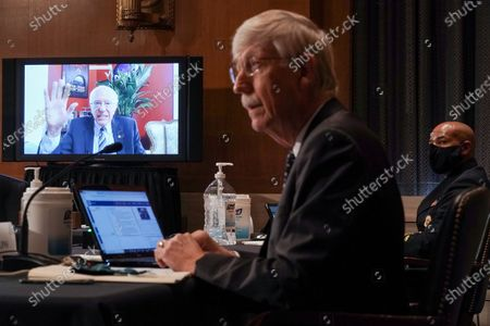 Stockfoto van United States Senator Bernie Sanders (Independent of Vermont) remotely questions Vice Admiral (VADM) Jerome M. Adams, M.D., M.P.H., United States Surgeon General and Dr. Francis Collins, Director, National Institutes of Health (NIH), during a US Senate Health, Education, Labor and Pensions Committee hearing to discuss vaccines and protecting public health during the coronavirus pandemic.