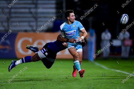 Nick David of Worcester Warriors is tackled by Semesa Rokoduguni of Bath Rugby