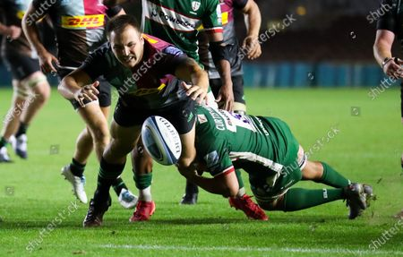 Andre Esterhuizen of Harlequins is tackled by Isaac Curtis-Harris of London Irish
