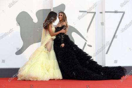 Mila Suarez kisses Elisa De Panicis