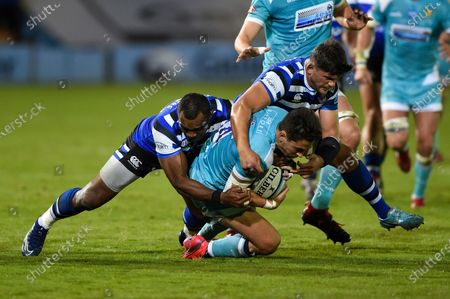 Nick David of Worcester Warriors is double-tackled by Semesa Rokoduguni and Mike Williams of Bath Rugby