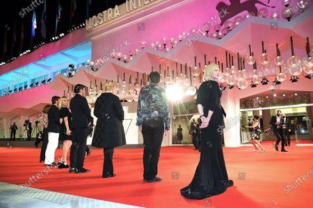 The jury : Joanna Hogg, Christian Petzold, Ludivine Sagnier, Matt Dillon, Veronika Franz, President Cate Blanchett, Nicola Lagioia
