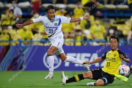 (L to R)  Takashi Usami (Gamba),  Masatoshi Mihara (Reysol) - Football / Soccer :  2020 J1 League match  between Kashiwa Reysol 3-0 Gamba Osaka  at Sankyo Frontier Kashiwa Stadium, Chiba, Japan.