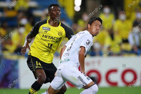 (L to R)  Olunga (Reysol),  Gen Shoji (Gamba) - Football / Soccer :  2020 J1 League match  between Kashiwa Reysol 3-0 Gamba Osaka  at Sankyo Frontier Kashiwa Stadium, Chiba, Japan.