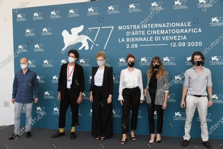 The director Julia von Heinz with cast : Mala Emde, Noah Saavedra, Tonio Schneider, Luisa Celine Gaffron, the producer Fabian Gasmia wear protective masks where are written the names of the people killed in favor of equal rights