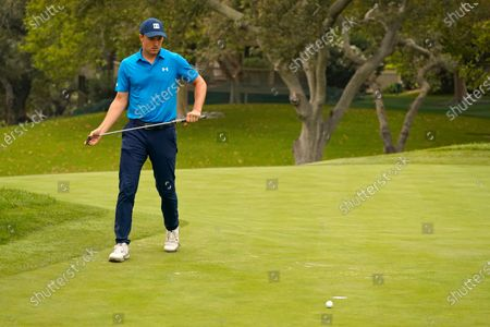 Jordan Spieth misses a par putt on the eighth green of the Silverado Resort North Course during the first round of the Safeway Open PGA golf tournament, in Napa, Calif. Spieth bogeyed the hole