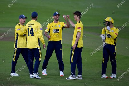 Calvin Harrison, James Vince, Mason Crane, Ian Holland and Lewis McManus of Hampshire celebrates the wicket of Ravi Bopara