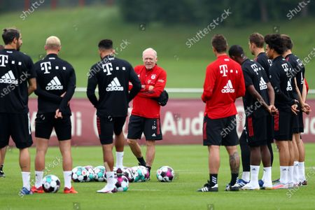 Bayern Munich assistant coach Hermann Gerland, center, leads a training session in Munich, Germany, . The German Bundesliga starts next Friday, Sept. 18, 2020