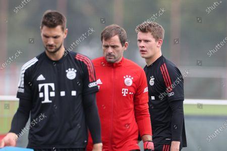 Sven Ulreich #26 (FC Bayern Muenchen), Toni Tapalovic (FC Bayern Muenchen), Alexander Nuebel #37 (FC Bayern Muenchen)