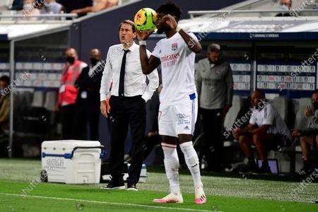 Olympique Lyonnais' coach Rudi Garcia (L) reacts during the French League 1 soccer match between Girondins Bordeaux and Olympique Lyonnais at the Matmut  Atlantique Stadium in Bordeaux, France, 11  September 2020.